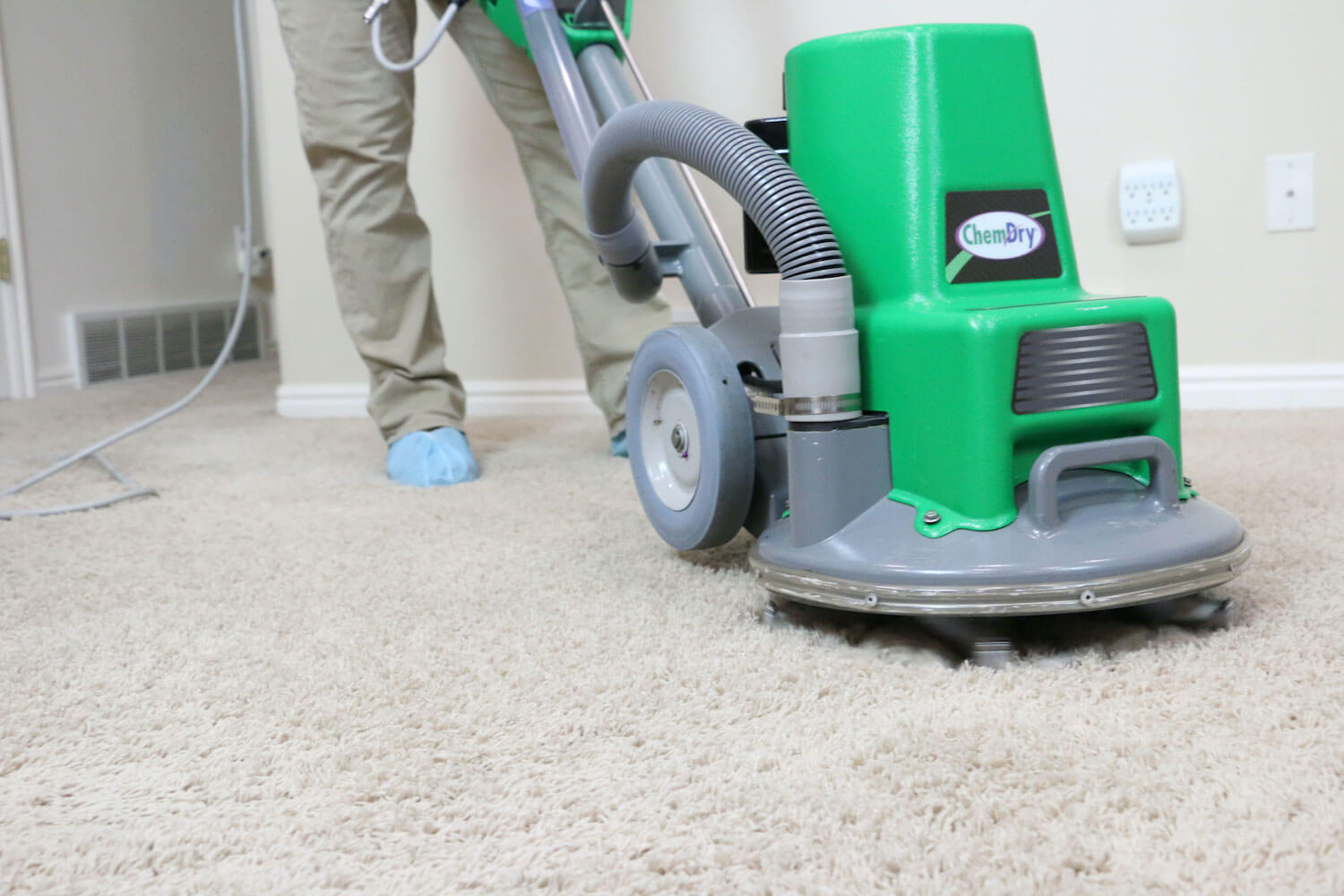 carpet cleaning powerhead on carpet in pocket-greenhaven ca